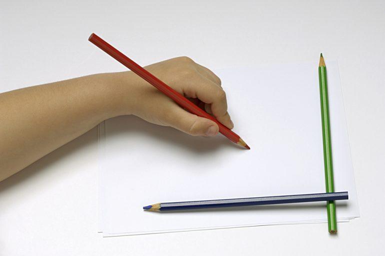 Чем закрепить карандашный рисунок на бумаге